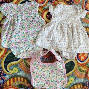 Carter's Dress Bib Set Sz 3M Flowers 🌸